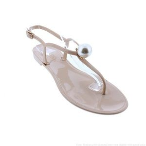 Super cute jelly thong sandal with pearl accent 🐚